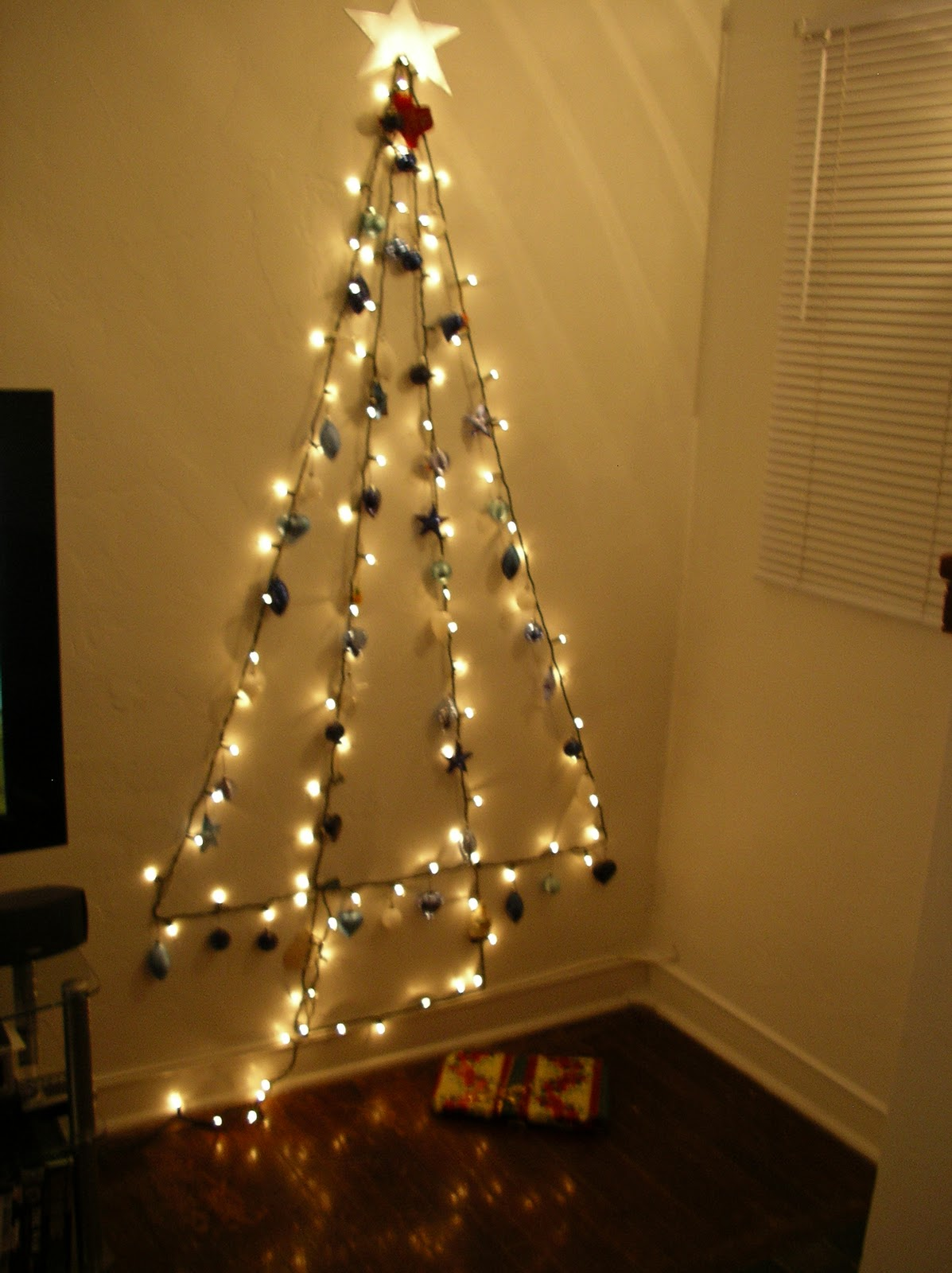 Wall Christmas Light Tree : Christmas Light On Wall Christmas Decorating