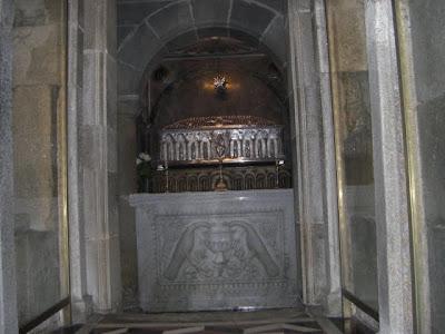 Urna con los restos del Apóstol Santiago