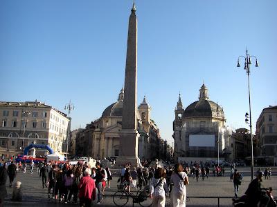Piazza del Popolo. Obelisco flaminio traído de Heliópolis que había sido dedicado a Ramsés II.