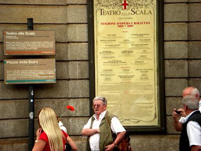 Cartelera del teatro alla Scala.
