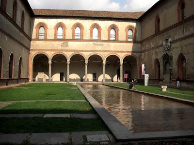 Uno de los patios interiores del Castelo Sforzesco.
