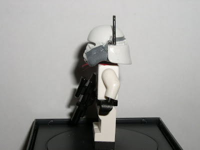 Custom LEGO Star Wars Commander Bacara - left side view