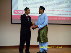Cenderahati Prof Dr Salleh Jaafar