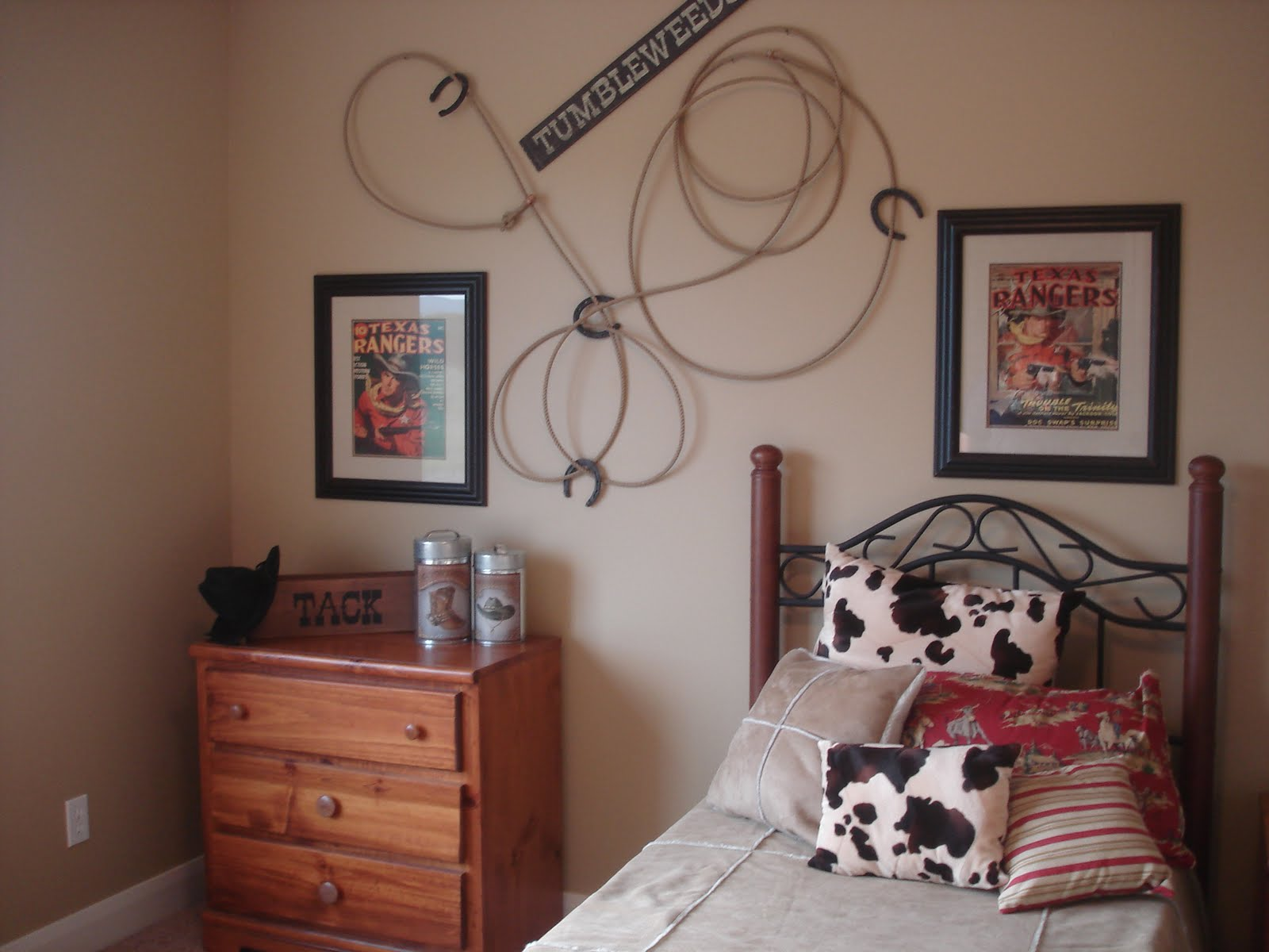 How to decorate a western room home design and decor reviews for Cowboy themed bedroom ideas