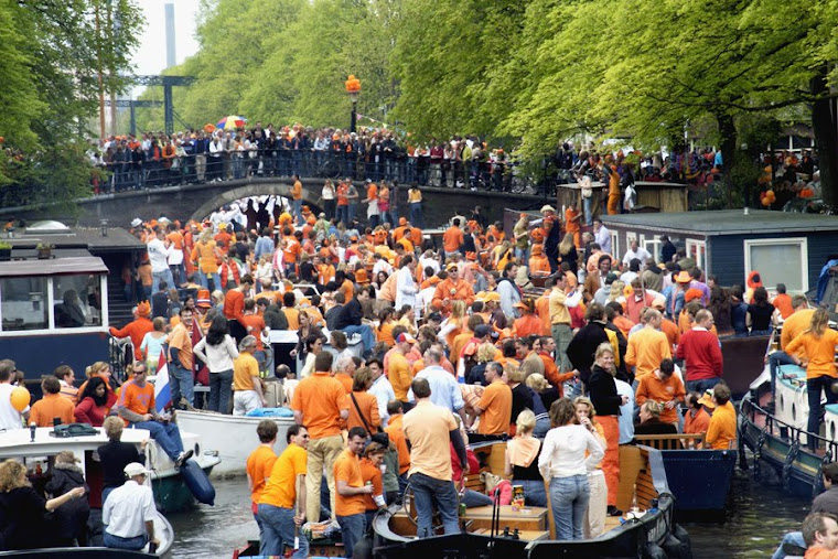 41.   День королевы в Амстердаме