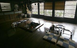 http://3.bp.blogspot.com/_QM2-6hVKZbQ/SlySpp5OTPI/AAAAAAAAEFo/dsrZZQrHdAw/s320/gassho+zukuri+farmhouse.jpg