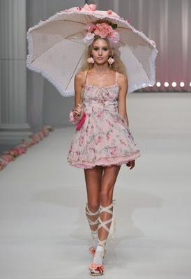 http://3.bp.blogspot.com/_QM2-6hVKZbQ/TSMf7w_2q_I/AAAAAAAAOCI/G0ccJDr5Qn8/s400/Japan-Fashion-Week-SpringSummer-2011_6.jpg