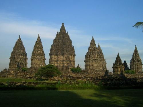 peninggalan hindu terbesar di yogyakarta,candi ini terletak 17km di