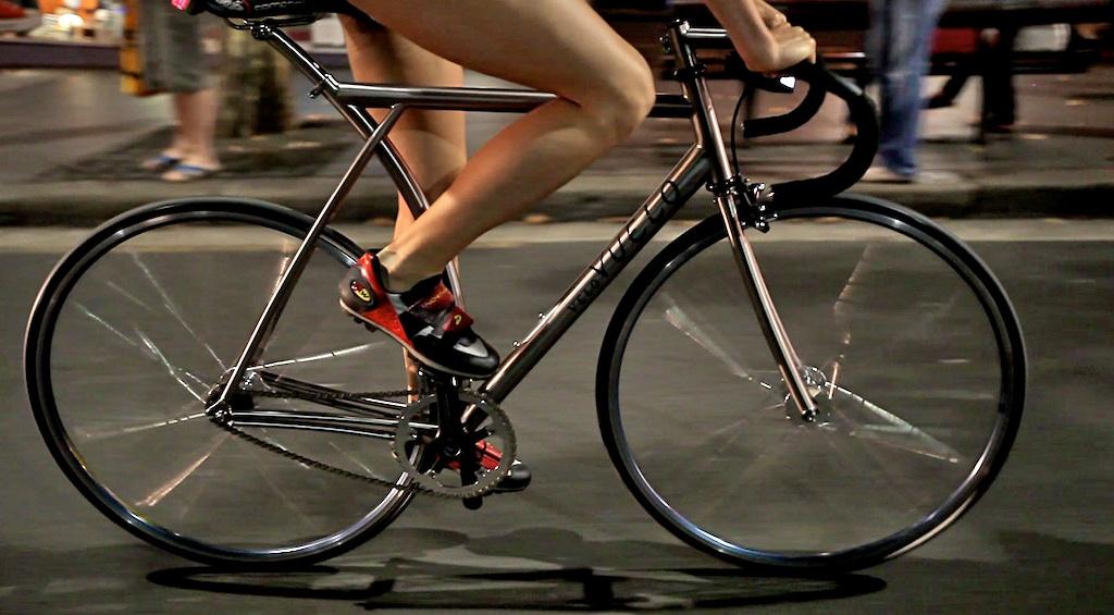 hk fixed gear titanium track bike from vuelo velo. Black Bedroom Furniture Sets. Home Design Ideas