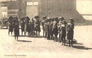 Mulheres Mondombes em Mossamedes
