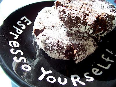 Cinnamon Mocha Crinkles on black and white plate