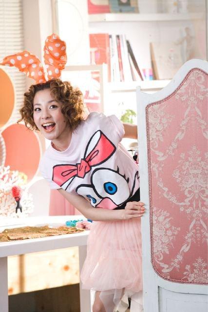 [PICS] Sandara Park  para ETUDE HOUSE (New Look de cabello) 2011 Dara+etude3