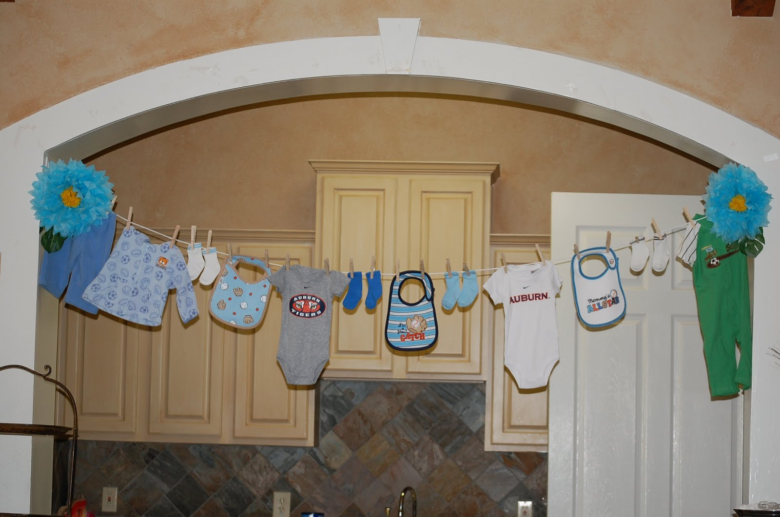Clothesline baby shower decorations best baby decoration for Baby clothesline decoration