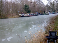 PEWSEY CANAL JUST OFF THE TURNING BAY