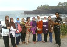 Para Ibu Guru SD Islam Al Azhar BSD di Tanah Lot Bali