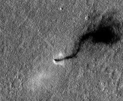 MRO photographie une tornade sur Mars Martian-Dust-Devil-Whirls-into-Opportunity-View