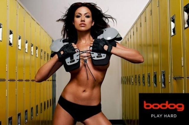 El fútbol americano también lo juegan las chicas y en bikini  - Imagenes De Futbol Americano De Mujeres