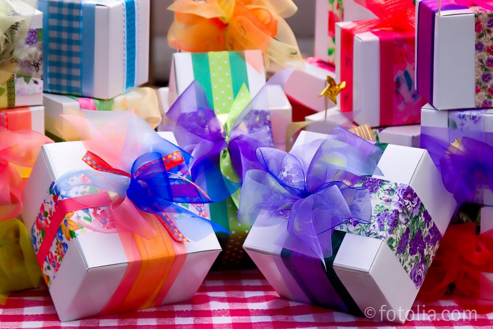 http://3.bp.blogspot.com/_QZHWxDatRag/TTRxWcCXu6I/AAAAAAAAAIQ/v-KPCFeovl8/s1600/Birthday_Presents.jpg