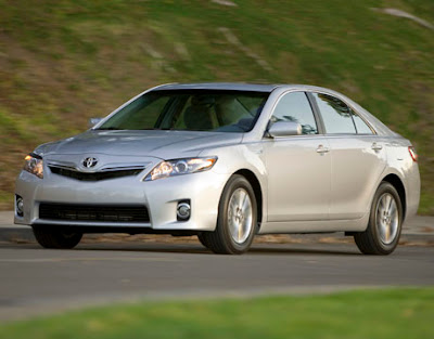 2010 Toyota Hybrid Camry Front Angle View