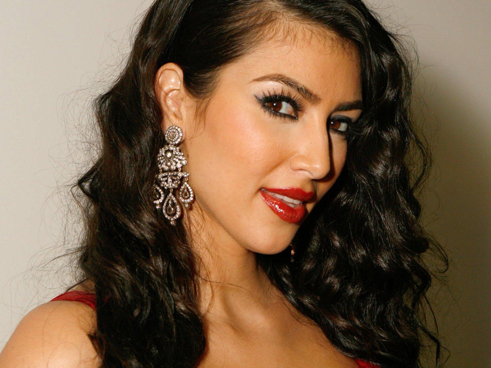 http://3.bp.blogspot.com/_Q_MQFtopsfY/SHNC0QfI1_I/AAAAAAAACcA/jS76aVvn844/s1600/Fullwalls.blogspot.com_Kim_Kardashian(11).jpg