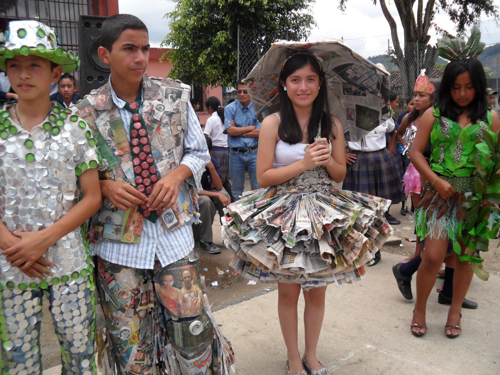 Trajes De Fantasia Con Material Reciclable | Black Hairstyle and