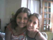 Raisa Lessa e sua amiga  Lavgnia
