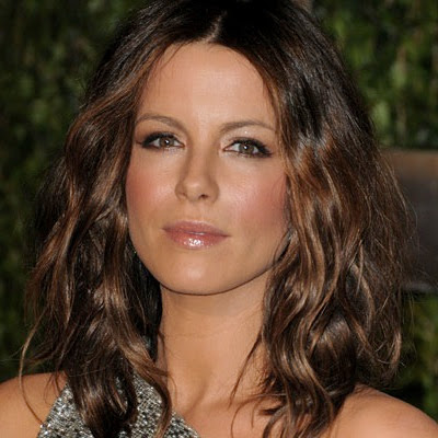 kate beckinsale hair highlights. KATE#39;S LONGER BOB: This style