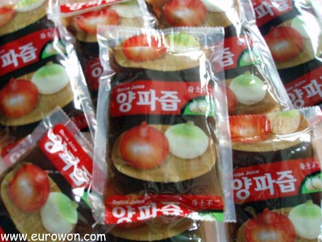 Bolsitas plásticas con zumo de cebolla en Corea