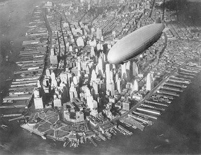 El USS Akron sobrevolando Manhattan en 1932