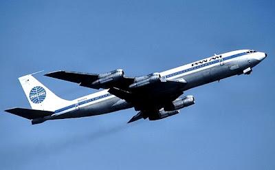 Un boeing 707, volando desde 1957