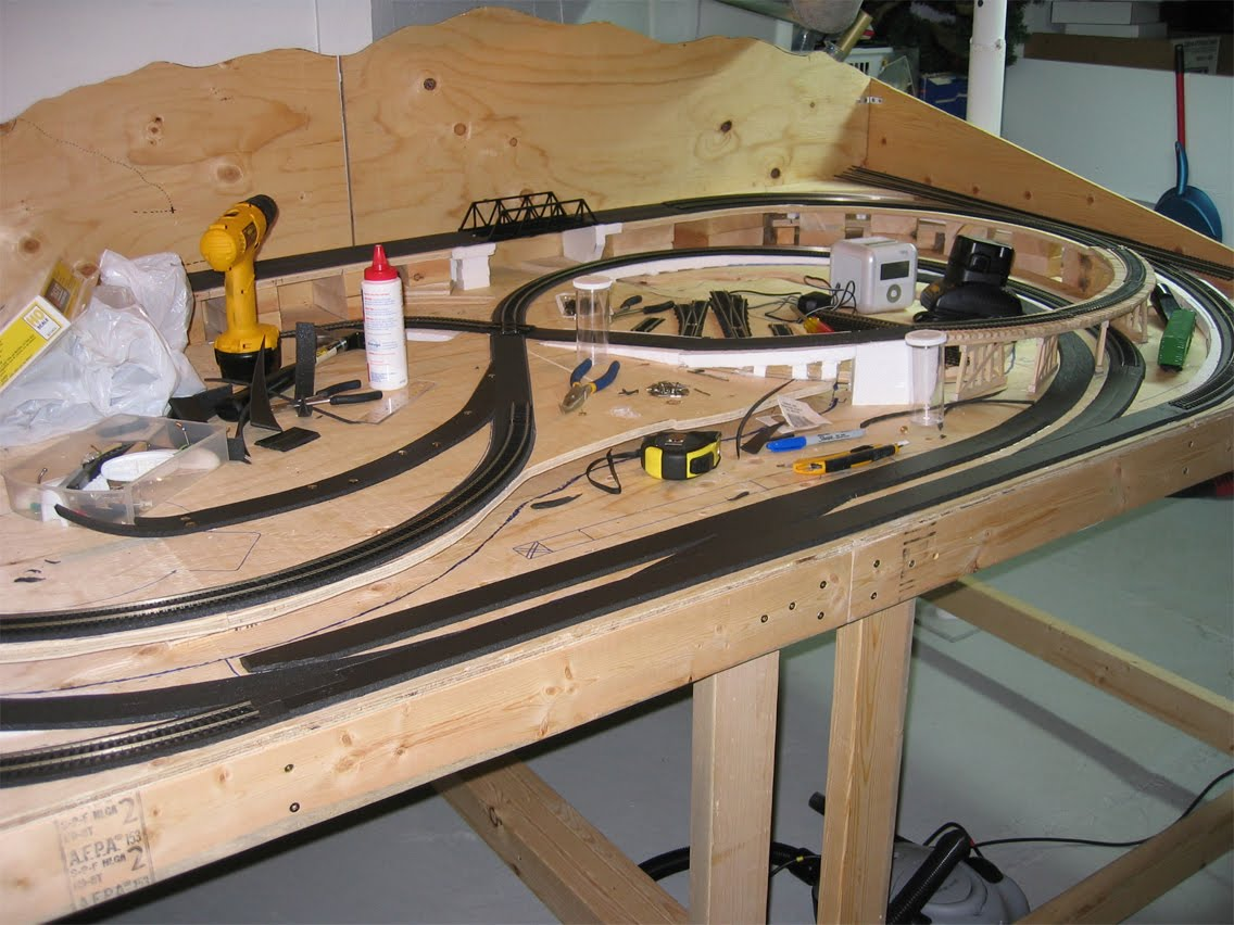 Woodwork model train table plans pdf plans for Build best construction