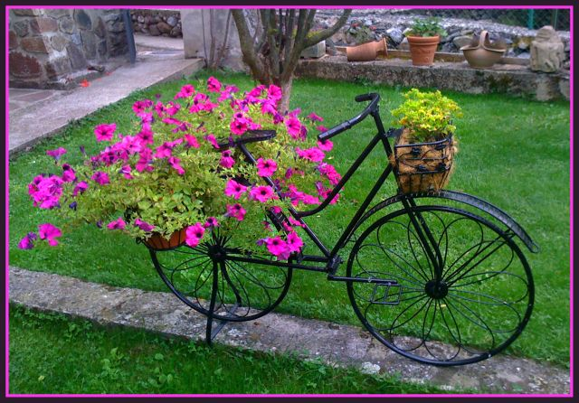 Globos de colores visita nuestra web jardines decorados - Adornos para jardin ...