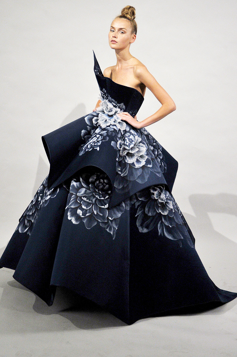 Cover your face fashion collection marchesa rtw 2011 for High couture clothing