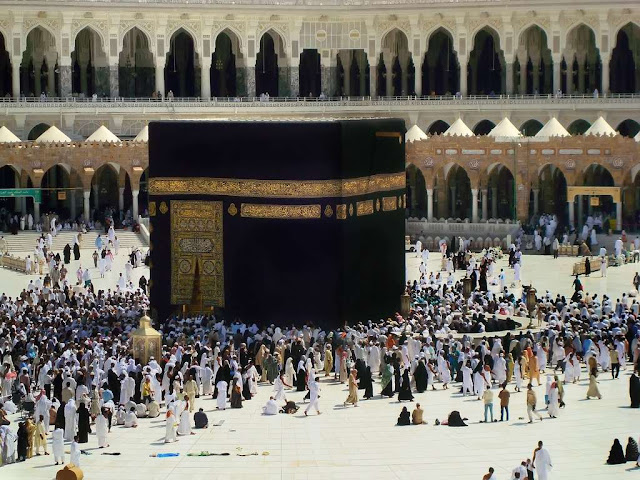 http://3.bp.blogspot.com/_QfVWU-2pVL4/S8EdcURSunI/AAAAAAAANZ0/V1KVQ257qIM/s640/masjid-al-haram-in-makkah-saudi-arabia-kaba.jpg পবিত্র বাইতুল্লাহ শরীফ বা কাবা শরীফের ভিতরের র্দুলভ কিছু নিদর্শনের ছবি ও ভিডিও চিএ ।