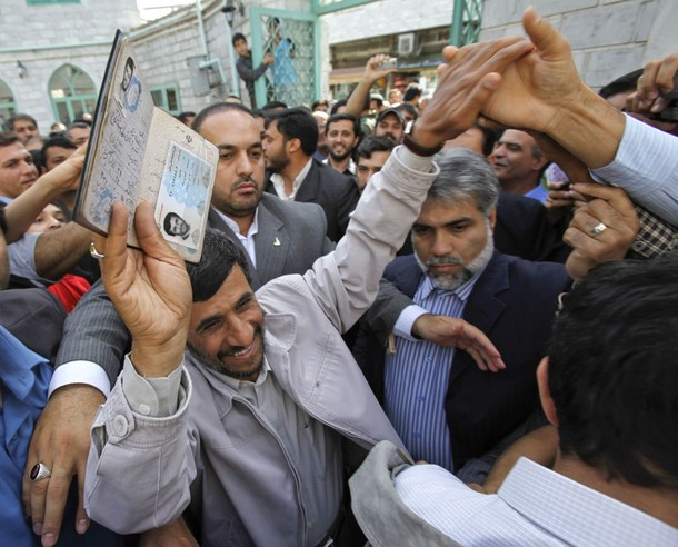 [Iran's+President+and+presidential+candidate+for+Iranian+election+Mahmoud+Ahmadinejad+holds+his+passport+up.jpg]