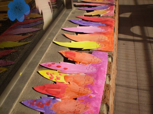 Talleres de Arte: y vinchas de goma eva con plumas de cartón
