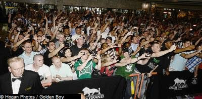 Mayweather Mosley Grand Arrival Crowd