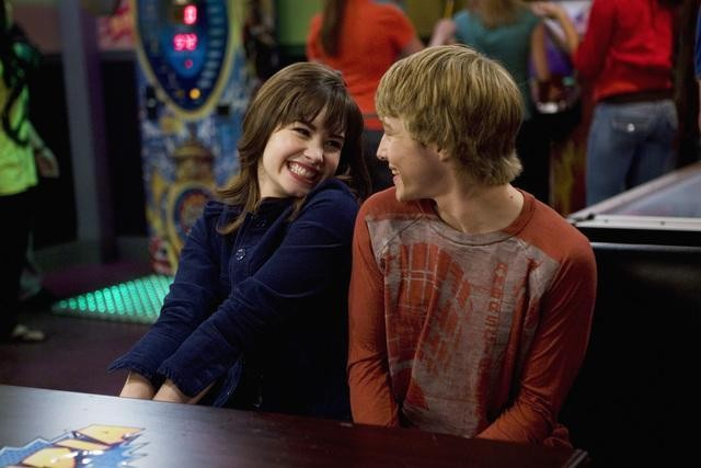 sonny with a chance sonny and chad dating And sonny and chad but demi and chad lol are dating for  falling for the falls 2010 or 2011 are the years that many people think season 3 of sonny with a chance.