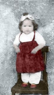 Düzeltilmiş ve renklendirilmiş eski çocuk fotoğrafı