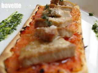 Mini pizza rustica di tonno e pomodoro con olio di origano