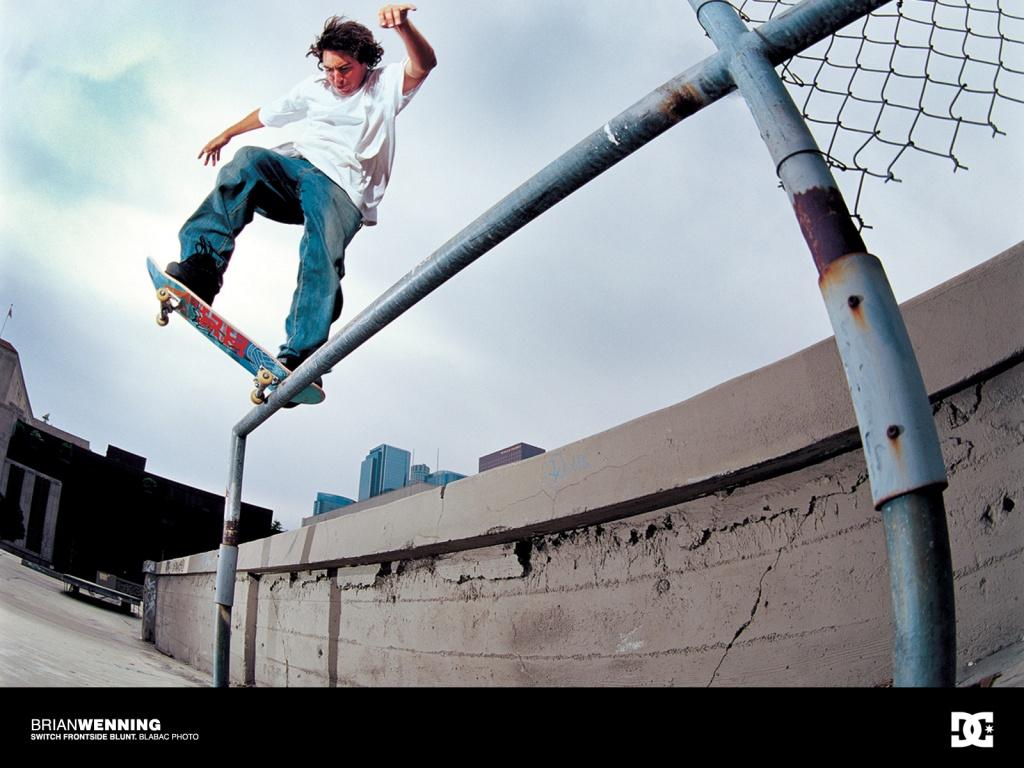 http://3.bp.blogspot.com/_Ql7SDAmj5io/TGKu3epRbBI/AAAAAAAACpo/cNLluKPpE2w/s1600/skateboarding_wallpaper-1024x768.jpg