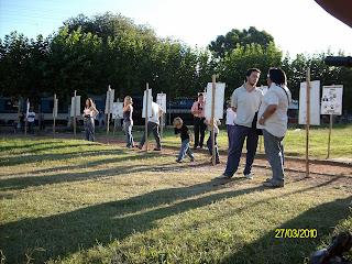 http://3.bp.blogspot.com/_Qo18luynrGQ/S66ytEGW_rI/AAAAAAAACY0/XploTFCWvnQ/s320/Radio-Abierta-Escobar-Homenaje+a+los+desaparecidos+013.jpg