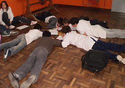 Remolino de niños en la escuela 180