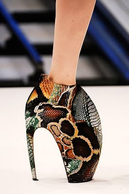 [AlexanderMcQueen+Spring+2010+Shoes+1.jpg]