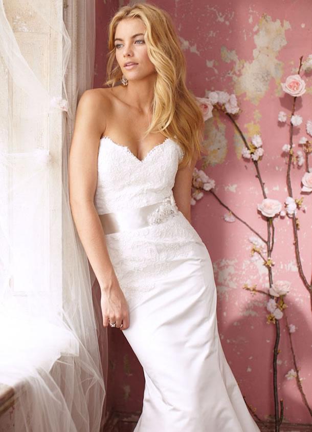 Wedding Dress design Vera Wang at Bridal White Launge | Wedding ...