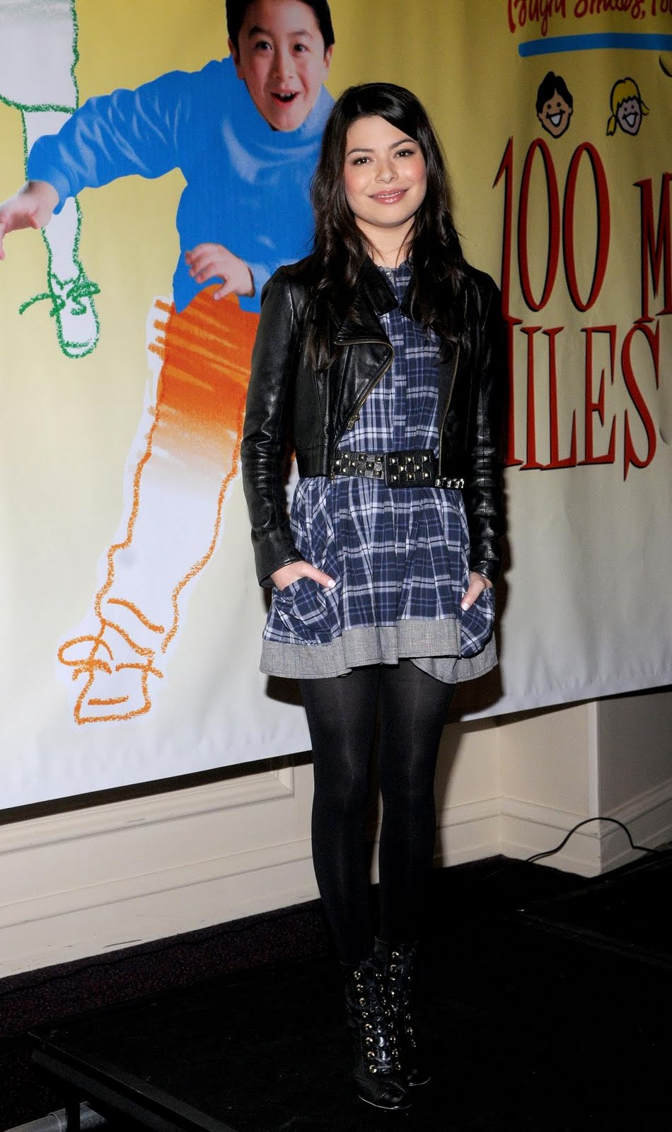 Pantyhose celebrities: Miranda Cosgrove in black pantyhose