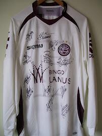 Camiseta del Club Lanús firmada por sus jugadores