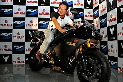 2008 Yamaha R1 in India with Yamaha CEO tomotaka Ishikawa