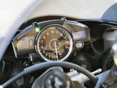 2007 Yamaha R1 speedometer