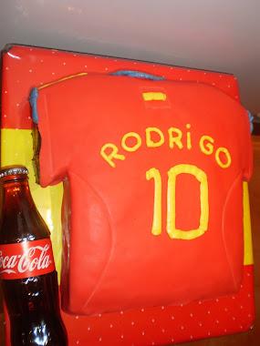 tarta con forma de camiseta de la selección española.